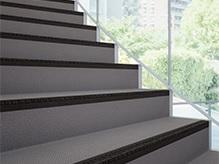集合住宅等階段用防滑性床材