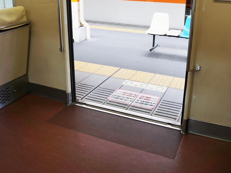 鉄道車両用防滑性床材